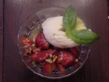 Erdbeeren mit süßem Honig-Zitronen-Pesto - Rezept
