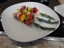 Lachsfilet mit Tomatensalsa, kalifornischer Guacamole, Ofenkartoffeln und Gemüsespieß - Rezept