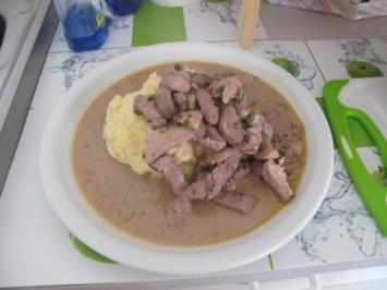 Putengeschnetzeltes mit Champignons und Rotwein an Kartoffelbrei - Rezept