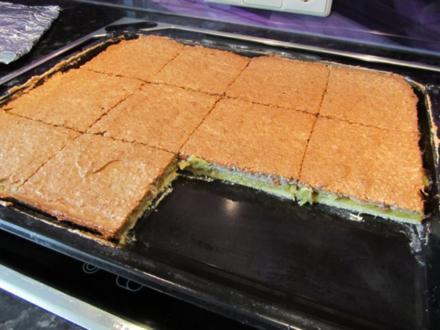 Rhabarber-Kuchen mit Nuß-Eiweiß-Decke - Rezept