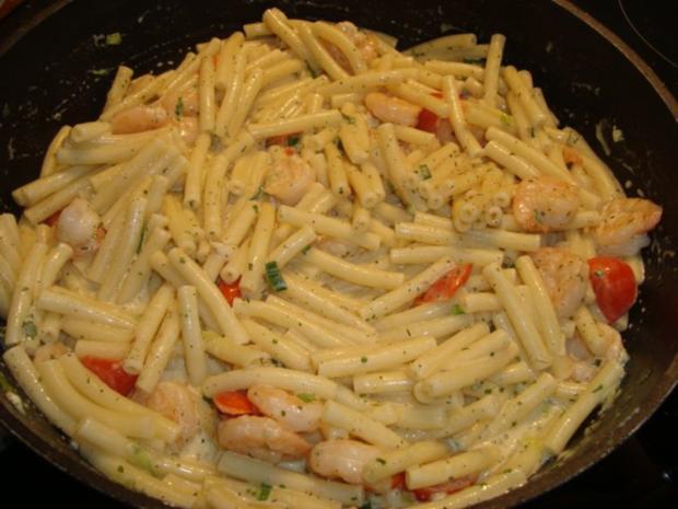 Pasta mit Garnelen in einer Kräuter-Sahnesauce - Rezept - Bild Nr. 7