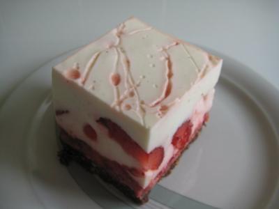 Erdbeer-Joghurt-Rahm-Schnitte - Rezept
