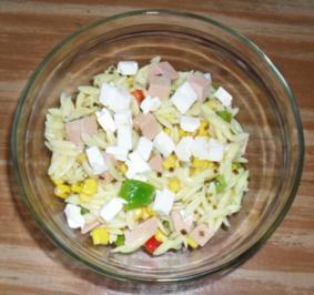 Nudelsalat nach Art der Helenen - Rezept