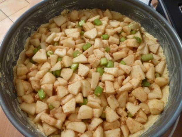Apfel-Rhabarber-Streuselkuchen - Rezept - Bild Nr. 3