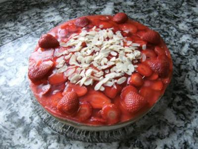 Rhabarber-Erdbeer-Philadelphia-Torte - Rezept