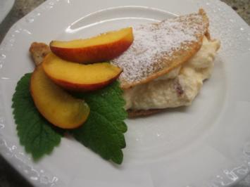 Dessert: Vanille-Mandel-Pfannkuchen mit Nektarinenfüllung - Rezept