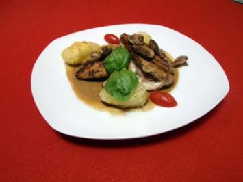 Hähnchenbrust-Saltimbocca mit Champignon-Sherry-Soße und Parmesankartoffeln - Rezept