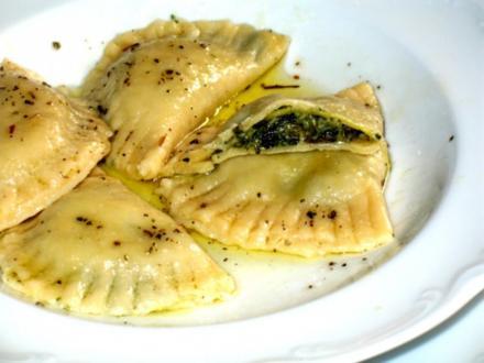 Pasta - Ravioli, selbst gemacht, mit Spinat-Ricotta-Parmesan-Füllung - Rezept