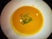 Süßkartoffelsuppe mit Minze-Koriander-Pesto - Rezept