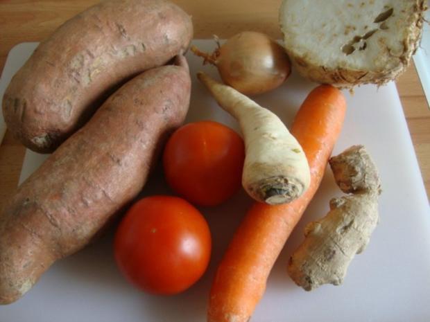 """Süßkartoffelsüppchen mit """"Tomaten Topping"""" - Rezept - Bild Nr. 4"""