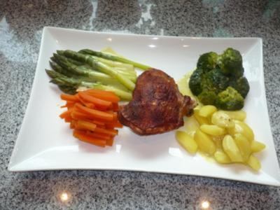 Putenoberkeule im Bratschlauch mit Gemüse-Crossover und Thymiansahnesauce - Rezept