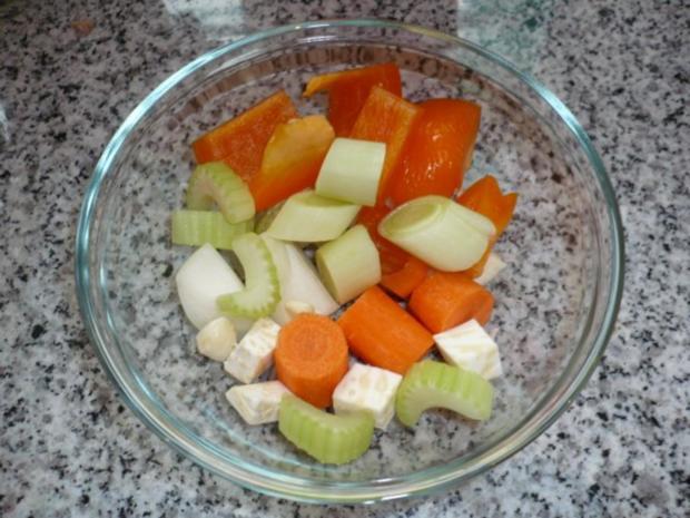 Putenoberkeule im Bratschlauch mit Gemüse-Crossover und Thymiansahnesauce - Rezept - Bild Nr. 4