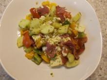 Gurken-Paprika-Ragout mit Feta und Salami - Rezept