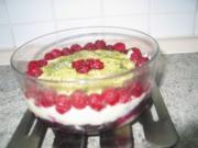 Süßspeisen + Desserts: Einfacher Vanillepudding mit dreierlei Obst - Rezept