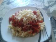 Nudeln mit Jagdwurst und Tomatensoße - Rezept