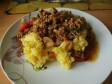 Herzhaftes Kartoffelzwiebelpüree mit Hackfleischsoße - Rezept
