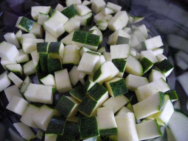 Unter 30 Minuten : Fussili an Tomaten-Paprika-Soße mit Zucchini und Tomaten - Rezept - Bild Nr. 7