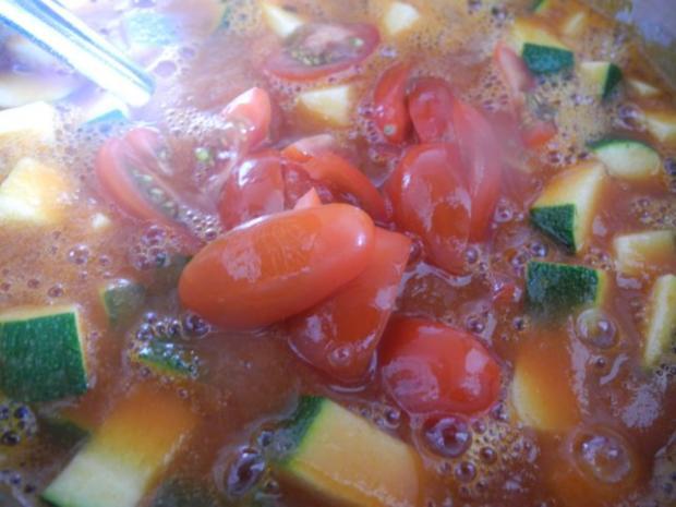 Unter 30 Minuten : Fussili an Tomaten-Paprika-Soße mit Zucchini und Tomaten - Rezept - Bild Nr. 9