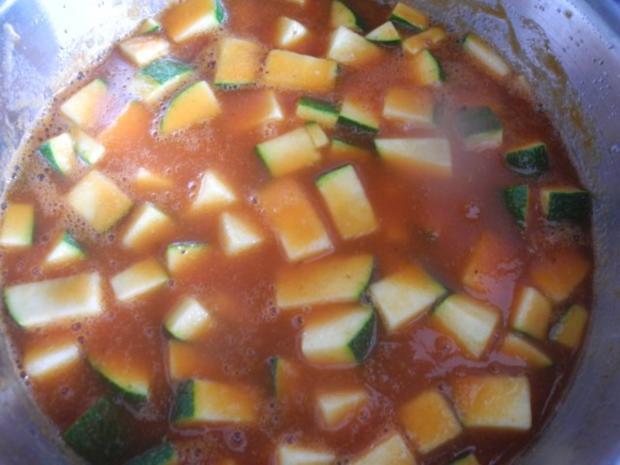 Unter 30 Minuten : Fussili an Tomaten-Paprika-Soße mit Zucchini und Tomaten - Rezept - Bild Nr. 8