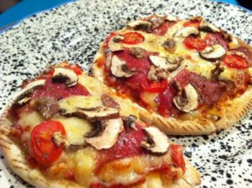 Mini-Pizzen - schnell belegt - Rezept