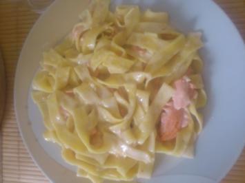 Nudeln mit Lachs und Sahne soße - Rezept