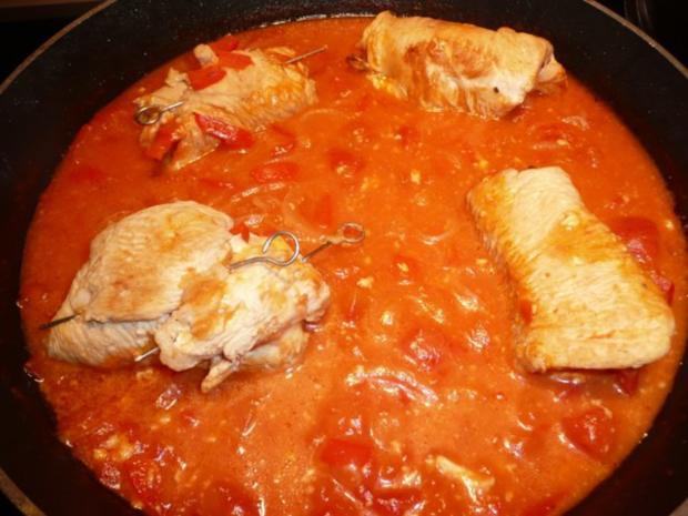 Putenröllen in Tomaten an Safranreis. - Rezept - Bild Nr. 8