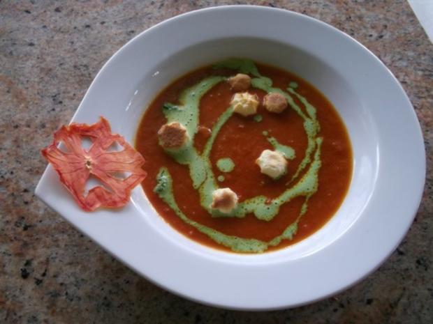 Tomatensuppe mit Petersilienpesto - Rezept