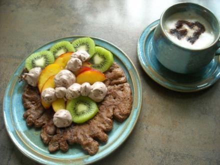 Schoko-Pfannkuchen mit frischen Früchten - Rezept