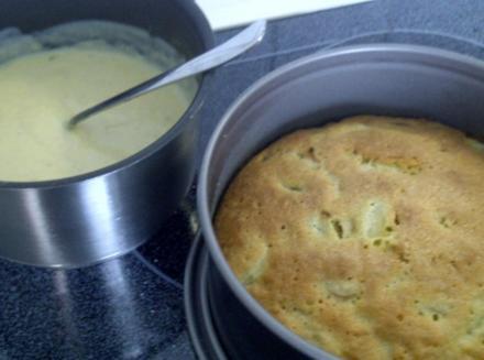 Rhabarberkuchen mit selbstgemachter Vanillesoße - Rezept