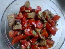 Tomaten-Brot-Salat  geht schnell und ist ein Hit - Rezept