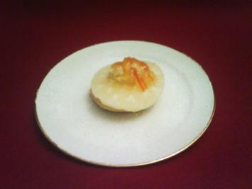 Ananasring auf Scones mit Clotted Cream und Orangenmarmelade - Rezept