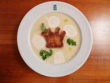Karamellisierte Selleriecreme-Suppe mit Trüffelöl und feiner Kröncheneinlage - Rezept