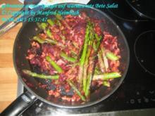 Spargel – gebratener grüner Spargel auf warmen rote Bete Salat - Rezept