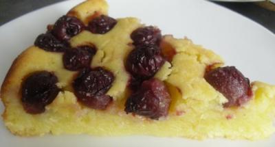 Grießkuchen mit Sauerkirschen,Heiß mit Eis oder Kalt mit Sahne. - Rezept