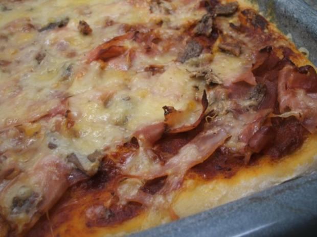 Pikantes Backen: Pizzateig, der 397ste von  Umberto Napolitano, dem Pizza-Akrobaten - Rezept