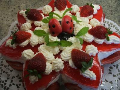 Backen: Erdbeertorte aus sieben Schichten - Rezept