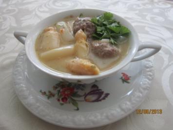 Spargelcremesuppe mit Hackbällchen - Rezept