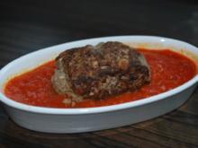 Orientalische Hackröllchen mit Tomaten-Dattel-Sauce - Rezept