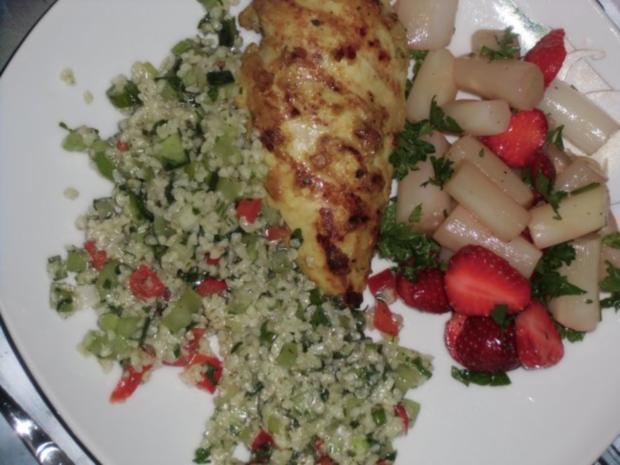 Huhn : Hähnchenbrustfilet  (Heiß) mit Bulgursalat und Spargel mit Erdbeeren (Kalt) - Rezept - Bild Nr. 2