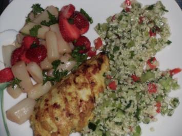 Rezept: Huhn : Hähnchenbrustfilet  (Heiß) mit Bulgursalat und Spargel mit Erdbeeren (Kalt)