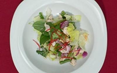 Rezept: Hühnerfleischsalat mit Thaikräutern und Dekonstruierte Gazpacho
