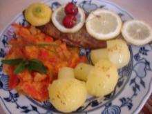 Forelle Müllerin mit Tomaten-Paprika-Gurken-Gemüse und Kartoffelpilzen - Rezept