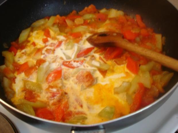 Forelle Müllerin mit Tomaten-Paprika-Gurken-Gemüse und Kartoffelpilzen - Rezept - Bild Nr. 11