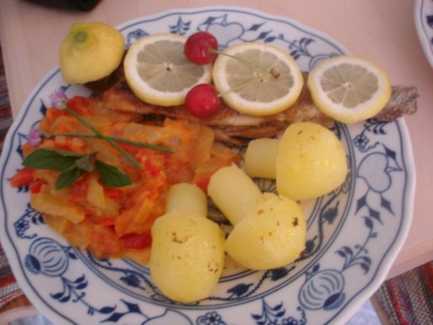 Forelle Müllerin mit Tomaten-Paprika-Gurken-Gemüse und Kartoffelpilzen - Rezept - Bild Nr. 17