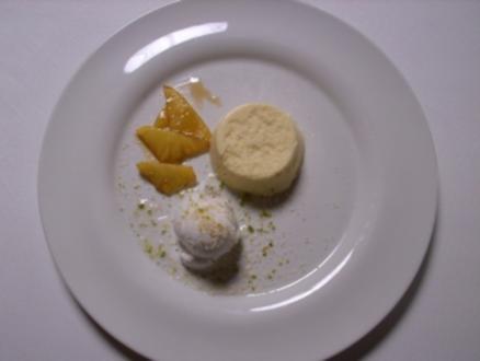 Pina Colada-Mousse mit flambierter Ananas und Kokossorbet - Rezept