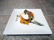 Saltimbocca vom Seeteufel auf Sepia-Kartoffel-Blini mit zweierlei Möhren Piemonteser Art - Rezept