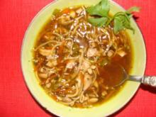 Suppen ; Chin. Hühnersuppe mit Hühnerfleisch, Gemüse ,Süßsauer - Rezept