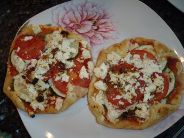 Blätterteig-Zucchini-Feta-Gebäck; vegetarisch; auch als Vorspeise oder Snack geeignet - Rezept