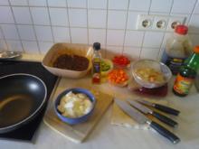 Hühnchen Chinesisch mit verschiedenen Gemüsen (leicht scharf) - Rezept