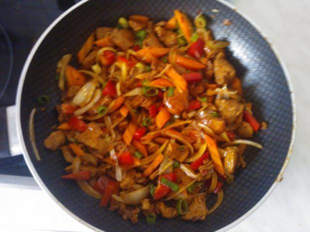 Hühnchen Chinesisch mit verschiedenen Gemüsen (leicht scharf) - Rezept - Bild Nr. 2